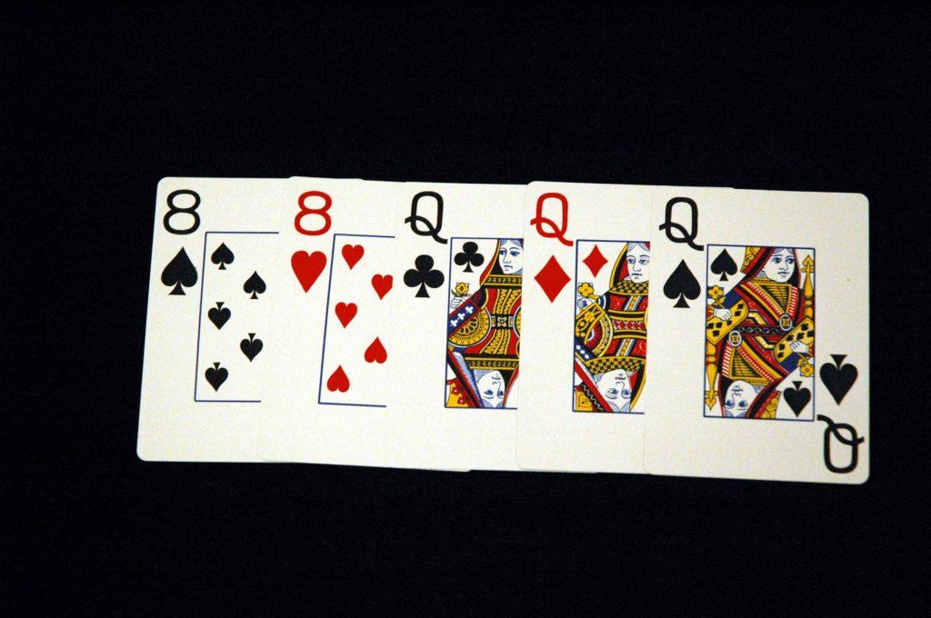 Фул Хауз - шестая комбинация в покере