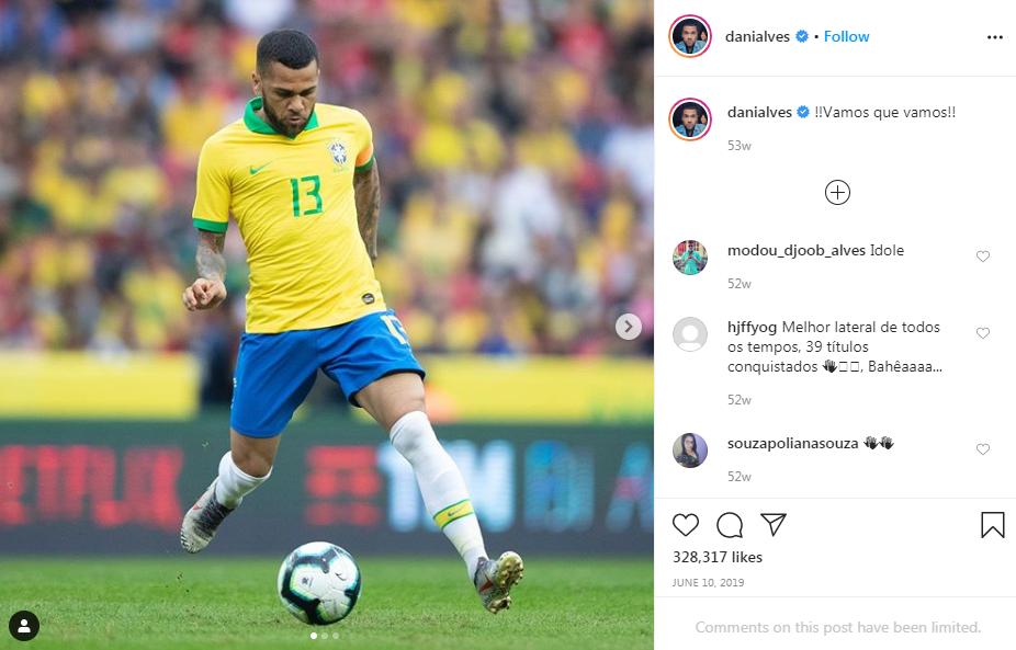 Dani Alves Belum Niat Pensiun!
