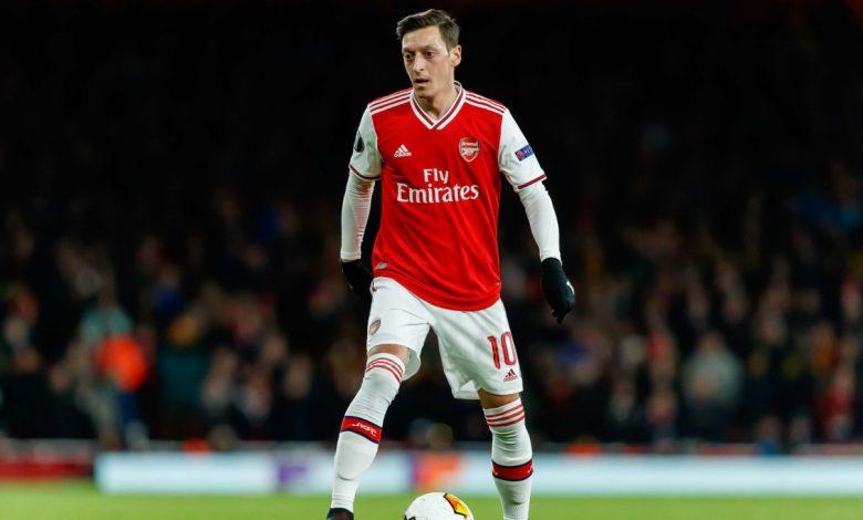 Mesut Ozil Menolak Dijual!